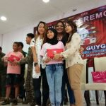 During the moving up ceremony where Kaye Koo of SinagTala Foundation helped in disseminating the Nutri10Plus and DayCee vitamin pouches to the kids 150x150 - Mommy Bloggers Shared The Love To Kids In Marawi Through Nutri10Plus Syrup Vitamin Blog Campaign