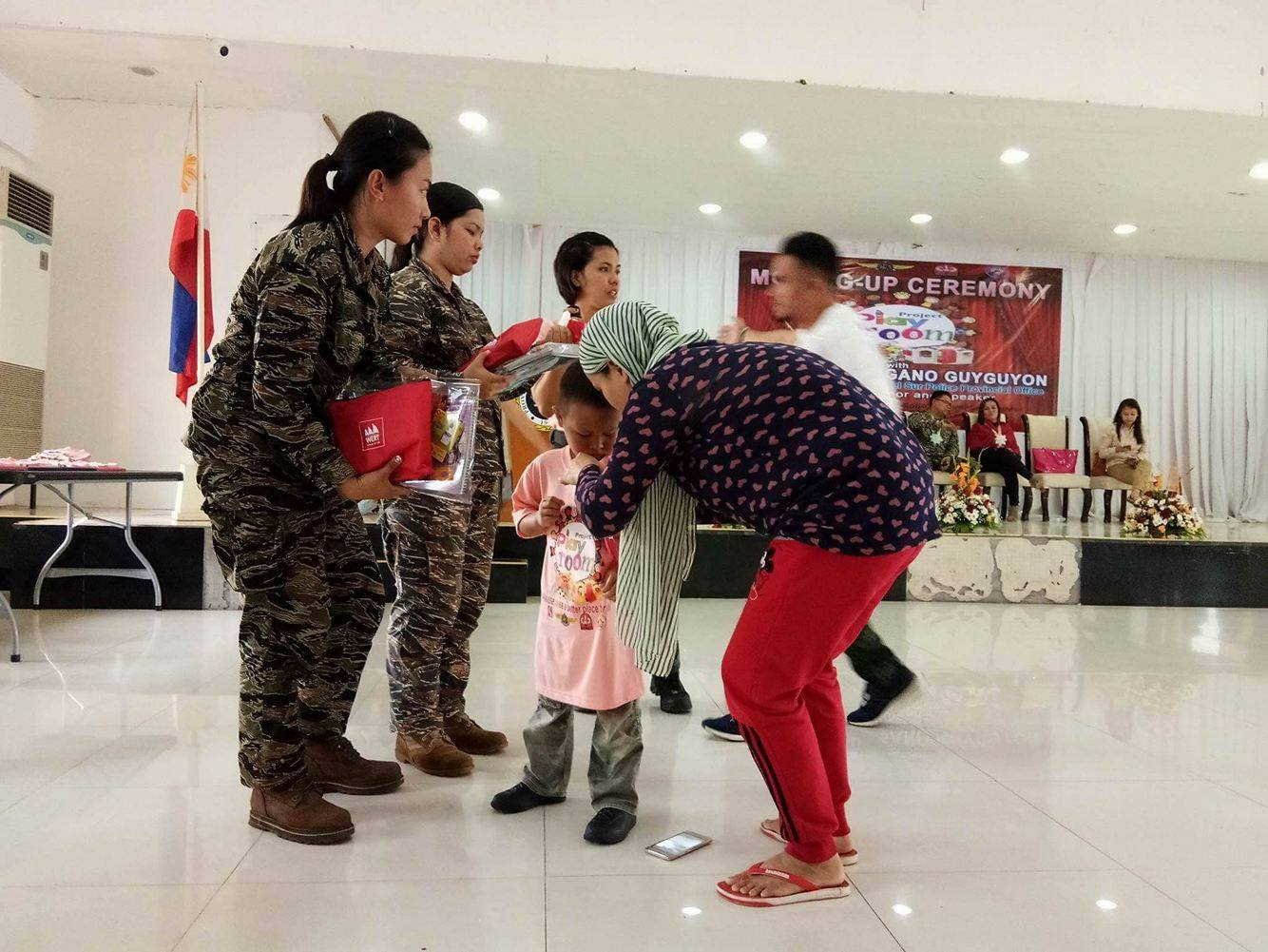 Military officers helped in distributing the Nutri10Plus Syrup and DayCee pouches to the kids - Mommy Bloggers Shared The Love To Kids In Marawi Through Nutri10Plus Syrup Vitamin Blog Campaign